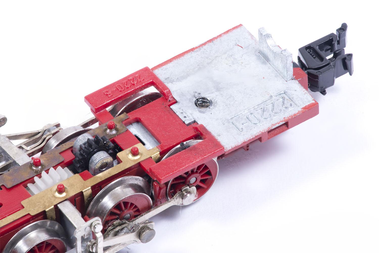 Modifizierte Motorhalterung und gekürzte Bleche