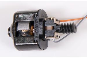 Motor mit Kabeln