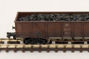 Mit Kohle beladener Güterwagen