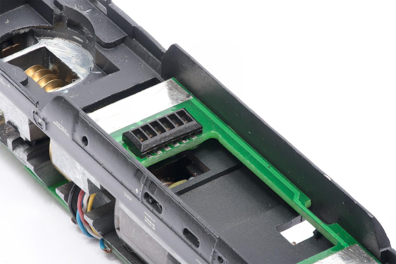 NEM651-Schnittstelle in einer Trix-Lok